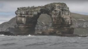 Darwin Arch Collapses Geological And Tourist Icon Of The Galapagos